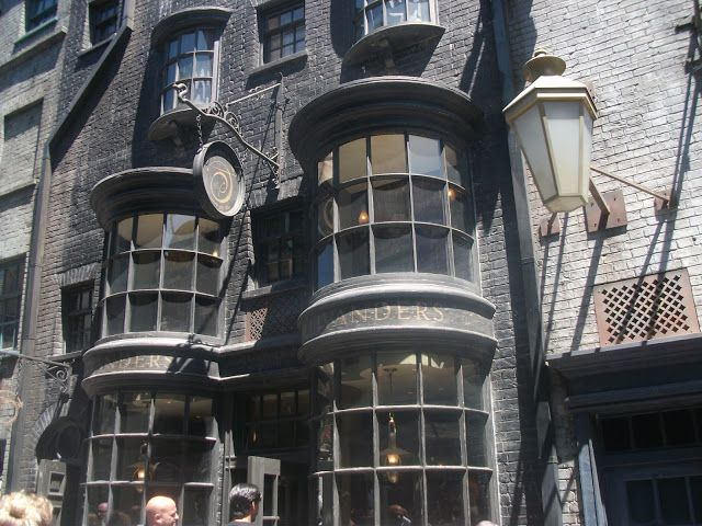Thewizardingworldofharrypotter Diagon Alley Wizardingwands Ollivanders Harrypot Wizarding World Of Harry Potter Harry Potter Diagon Alley Wizarding World