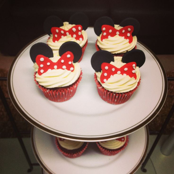 Mini Mouse cupcakes by Stealing Petit Fours