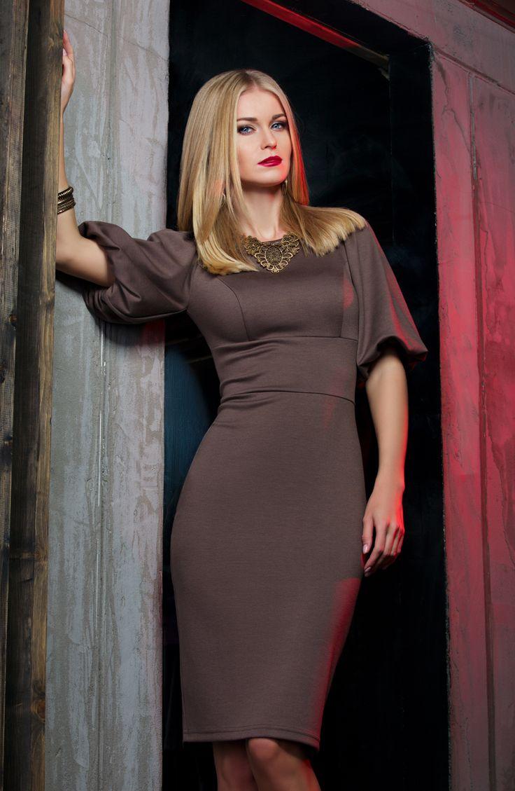 Женское платье из красной шерсти в картинках