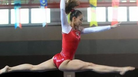 Farah Ann Abdul Hadi, Leotards and feminity : Muslim gymnast slammed for wearing 'revealing' leotard – Watch