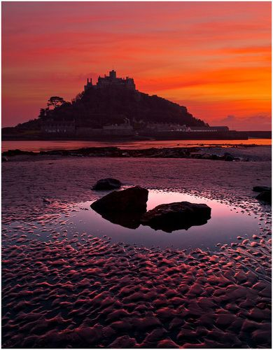 St. Michael's Mount, Cornwall I stayed in Marazion last year, but this view could never get old.