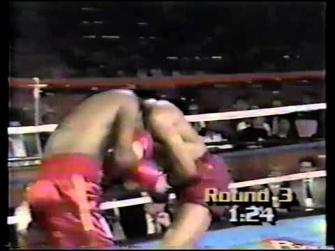 Still possibly my favourite fight involving a British boxer. Donald Curry v Lloyd Honeyghan, 1986. Massive upset as the Ragamuffin Man pummels the undisputed welterweight king into submission at Caesar's Palace.