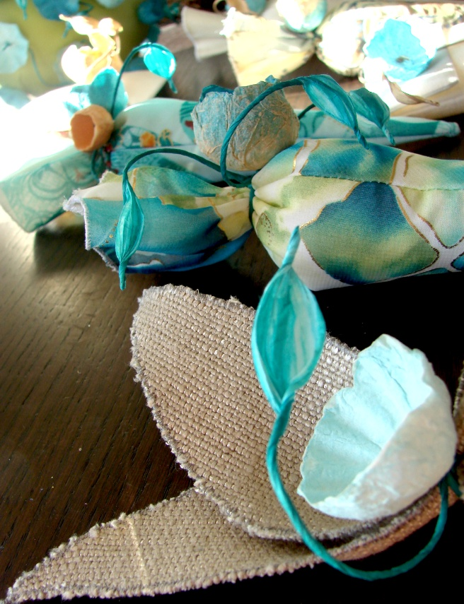 Eco wedding: favors with paper flowers www.alessandrafabre.com