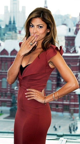Who made Eva Mendes' red and black dress that she wore to Moscow premiere of The Other Guys on September 13, 2010?