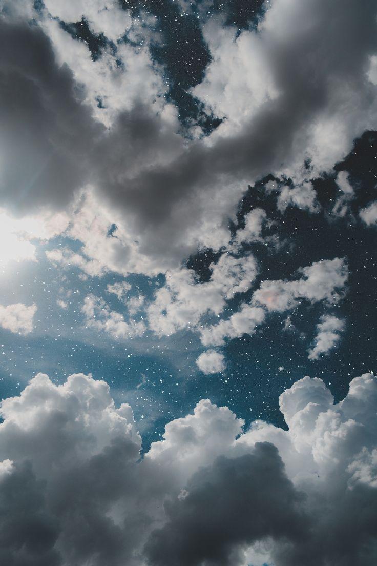 Aquele momento em que subimos nossos olhos ao céu pra não deixar cair uma lágrima no chão.Ricardo Reis