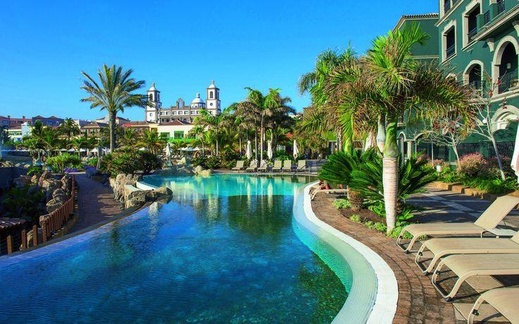 La isla bonita :P #tenerife #voyage #view #holiday #pool #sky #giampaoloscacchi