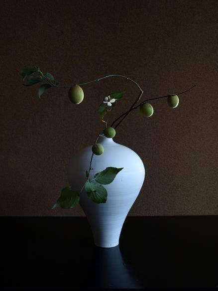 Ikebana Asian style flower arrangement 青梅雨-by Atsushi
