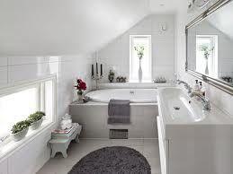inbyggt badkar-samma plattor som på golvet