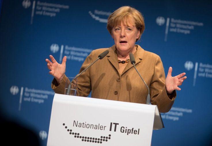 """""""Frequenzen, Förderung … äh"""": Bundeskanzlerin Angela Merkel hatte beim IT-Gipfel in Hamburg einen Redehänger - sehr zur Freude mancher Twitter-Nutzer"""