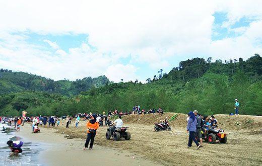 Keindahan Pantai Gemah Jalur Lintas Selatan (JLS)