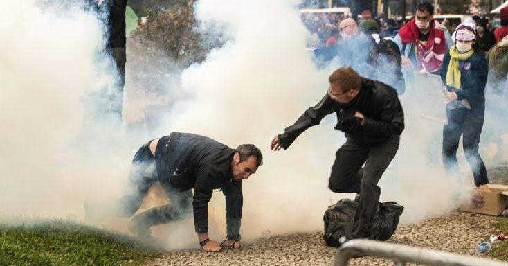 PM do Paraná usa bala de borracha e gás e fere centenas de professores em greve - Fotos - UOL Educação