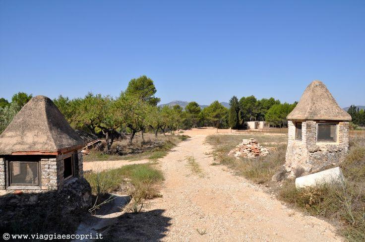 Vino spagnolo, strada che arriva al Celler del Roure #regionedivalenciatrip http://www.viaggiaescopri.it/vino-spagnolo-nella-giara-valencia/