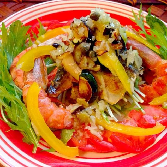 今宵は肉→和食から急遽メニュー変更し、生野菜を最近たっぷり食べて無いなぁと以前作ったサラダをまあやさんの美味しいソースにしてたっぷりといただきます さっぱりお魚にも合う素敵美味しいソースありがとうございます✨ - 99件のもぐもぐ - Salad to be beautiful of salt mackerel&potherb mustard塩鯖と水菜の美人サラダ ケッパーオニオンソース by honeybunnyb