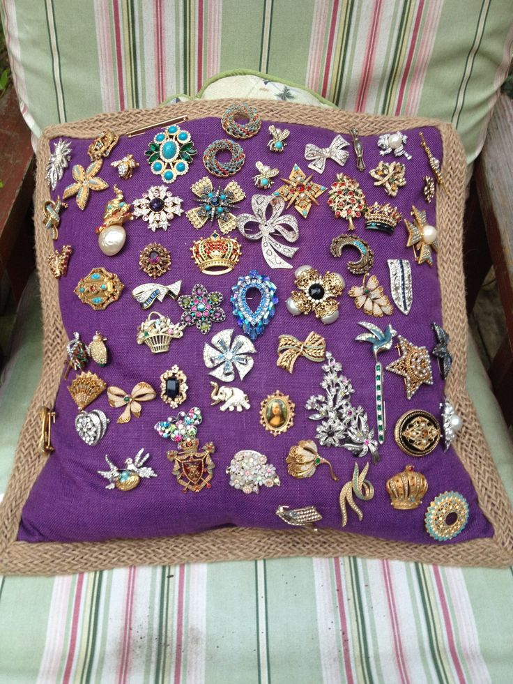Ginny's vintage brooches!  Always looking for a better way of displaying vintage brooch collection.