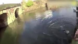 #ACTUALIDAD #FVnoticias: Policía se lanza a un río helado para salvar a un hombre en Reino Unido: Follow @DonfelixSPM  Reino Unido.-…