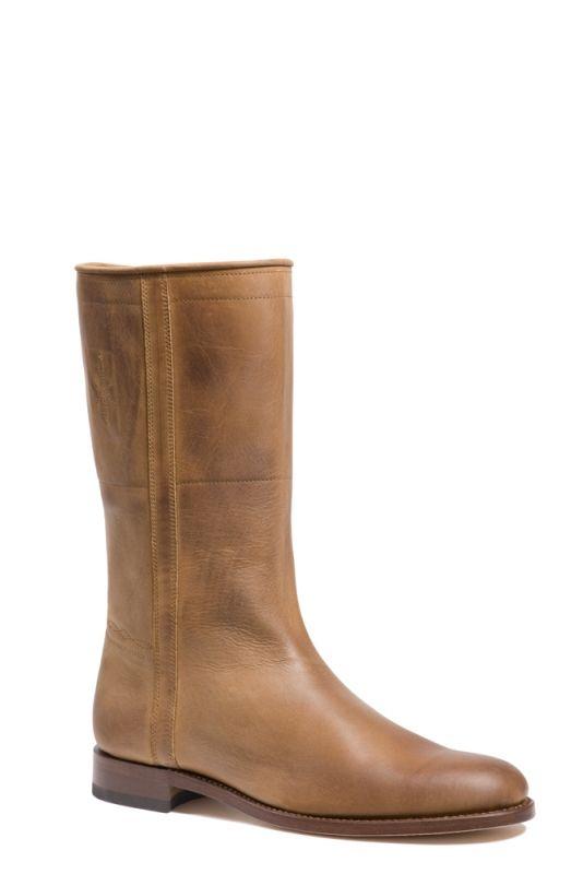 Stoer en hip, deze Cordoba heren laarzen gemaakt van soepel en luchtig leer. Deze halfhoge heren laarzen hebben een gevlamde, vintage uitstraling en kan zowel over-als onder de broek worden gedragen. Deze heren boots hebben geen rits. De laars heeft een hakhoogte van 3 cm. #Bootsandwoods