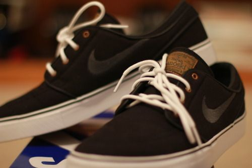 Just might fall straight in love with a guy wearing these shoes... Is that superficial?Fashion Style, Nike #Mystyle, Nike Black, Nike Shoes, Nike Sneakers, Shoes Fettish, New Shoes, Nike Sb, Shoes Style