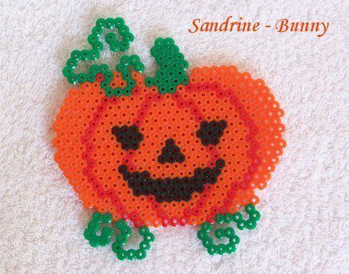 Pumpkin Halloween hama beads - http://www.creactivites.com/229-perles-a-repasser