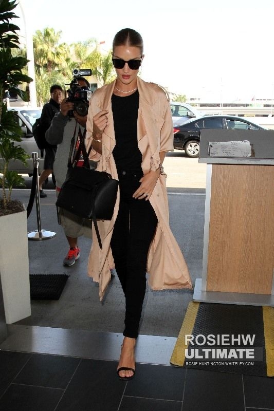 2016 > Arrives at LAX Airport