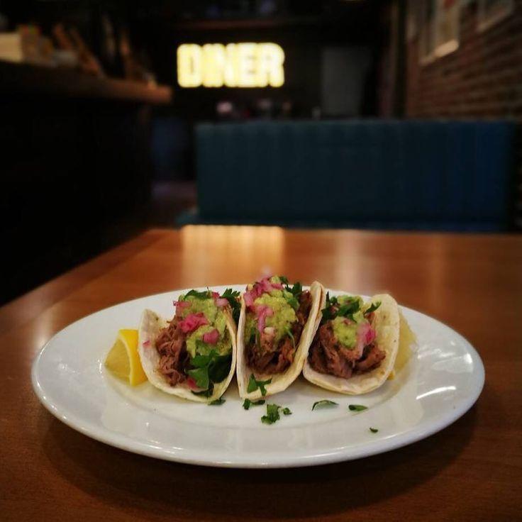 Taco Thursday отново е тук и сме ви приготвили уникално тако с бавно печено телешко месо авокадо и червен лук! Само днес в @smugglersdiner !