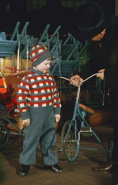 ДЛТ. Детский отдел, 1950-е 1950-01-01 - 1959-12-31, г. Ленинград. ДЛТ - Дом ленинградской торговли.