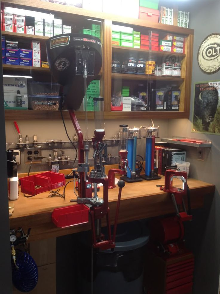 Reloading Bench - nicely done and well laid out.