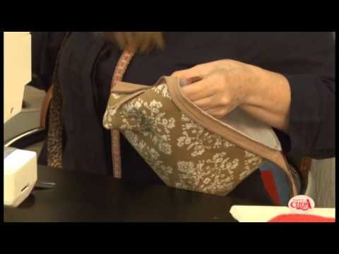 Gilaine Pirani ensina fazer uma  bolsinha de mão com armação de ferro.