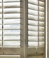 Fönsterluckor | Fönsterluckor i trä | Fönsterluckor i polypropenplast