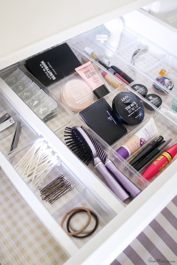 8 Must See Ideas To Organize Makeup In A Small Bathroom