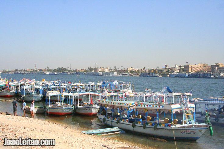 Foto de barcos para passeios no Rio Nilo em Luxor