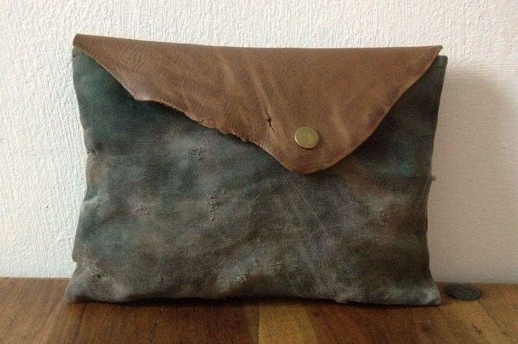 Pochette Mimetica con Pelle Riciclata / Pochette Camouflage Stone Wash / Pochette dipinta  / Borsello da Uomo / Pochette con Effetto Usura di ZenZerodesignes su Etsy