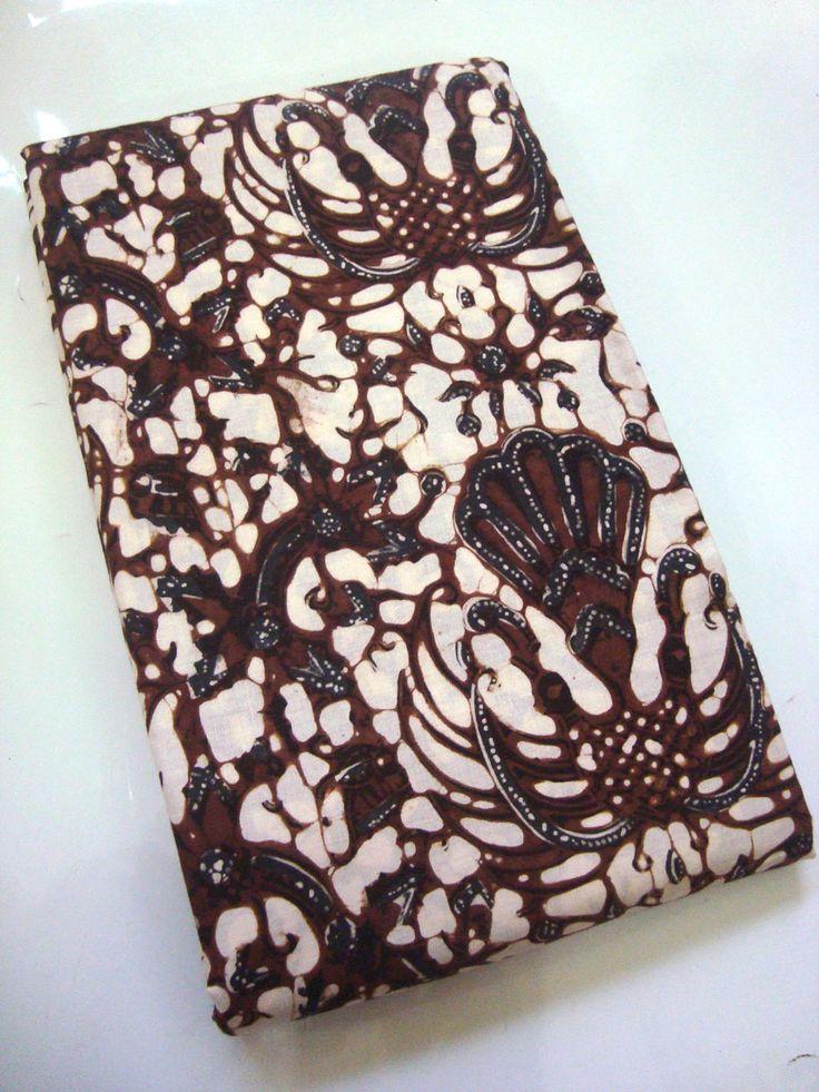 Batik Klasik Jogja Motif Sido Mukti   http://thebatik.co.id/batik-sogan-klasik/batik-klasik-jogja-motif-sido-mukti/