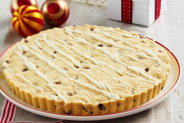 Topped with a generous drizzle of white chocolate, this festive choc-chip shortbread wreath is a great alternative to the traditional cookie.