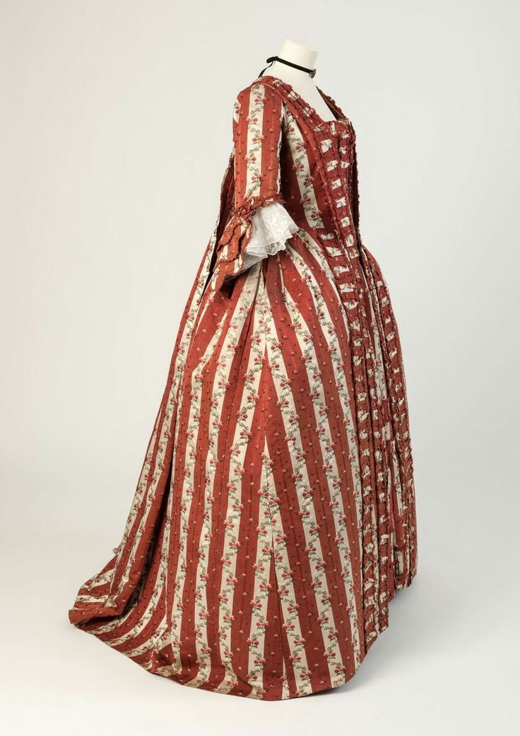 Red & white striped silk robe à la française, 1770s on loan to #HFx100 from @nationaltrust