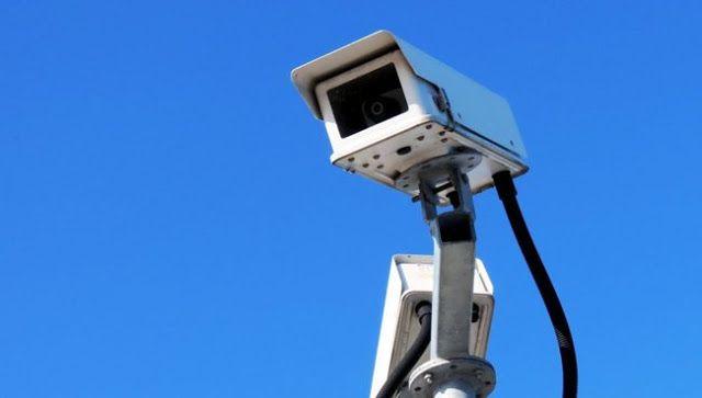"""RECONOCIMIENTO FACIAL CAPTURA DE PATENTES Y RECLAMO POR 911: """"QUE PODAMOS VIVIR TRANQUILOS""""    Cómo funcionarán las nuevas cámaras de seguridad El sistema incluye 514 unidades dispuestas en puntos triples con dos cámaras fijas y un domo que permite rotar la imagen 360 grados en alta definición. Se ubicarán en puntos estratégicos de Necochea y Quequén para brindar un servicio de mayor eficiencia. Invertir en tecnología y en particular en seguridad era una de las premisas de nuestro gobierno y…"""