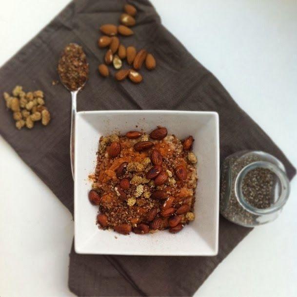 Vezelrijk ontbijt: Havermout met chiazaad, lijnzaad, moerbeibessen & amandelen