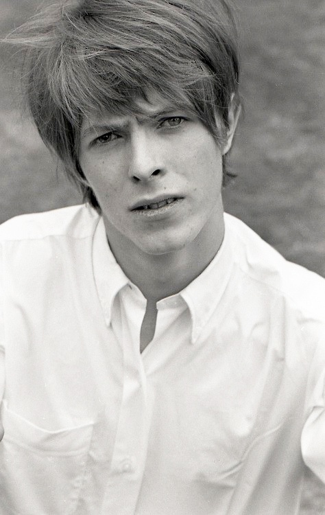 Young David Bowie | Bowie | Pinterest | Radios, Rocks and ...