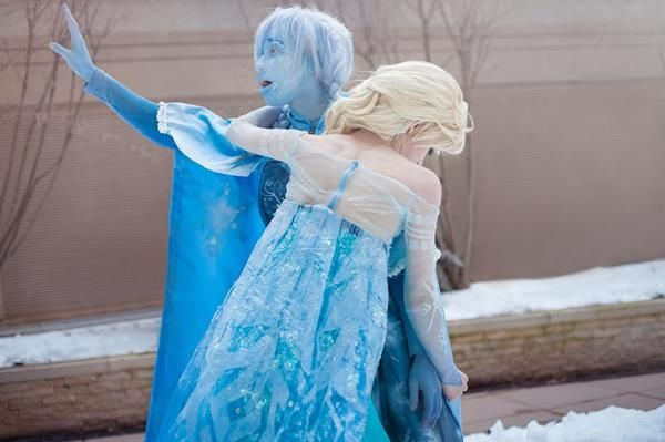 frozen cosplay omg omg