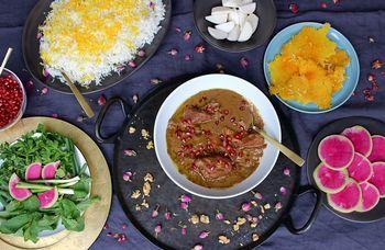 """Die persische Küche lebt von der Kunst, Balance zu halten. So treffen herzhafte Eintöpfe auf süße Fruchtkuchen. Naz Deravian von """"Bottom of the Pot"""" zeigt, wie es geht."""