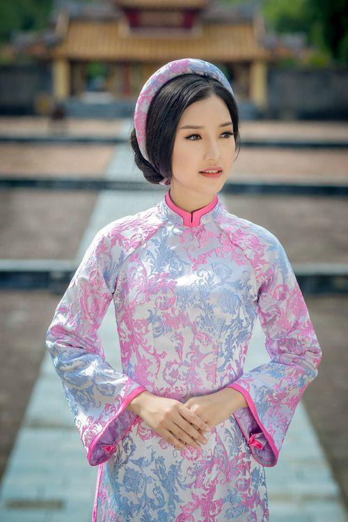 Người đẹp sứ Huế với tà áo dài truyền thống