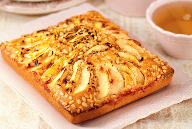 Пирог с кедровыми орешками и яблоками