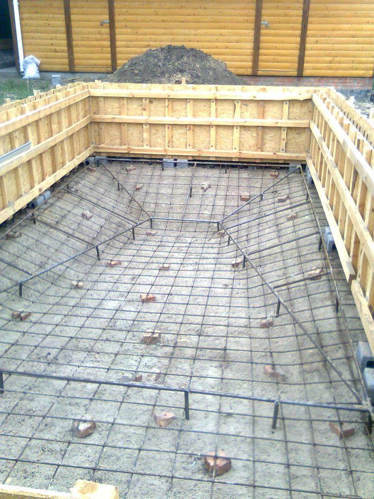 Montage des murs de la piscine - Piscine en blocs polystyrène - realiser une piscine en beton