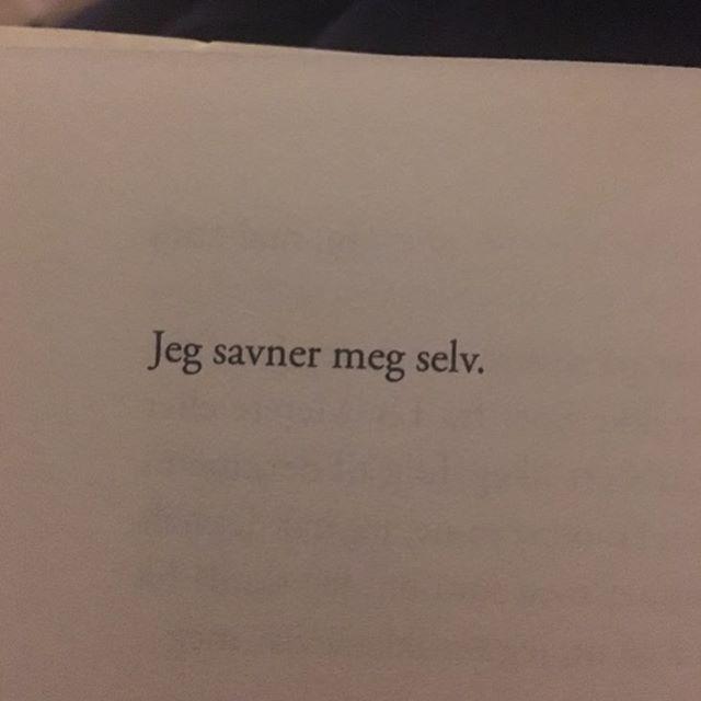"""""""Jeg leser Tore Renbergs Du er så lys.. @ingajeanette @stinetherese ❤️ #torerenberg #renpoesi"""""""
