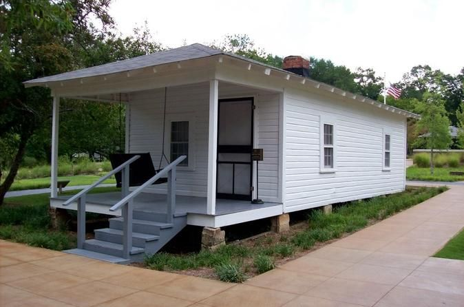 Elvis Presley Birthplace Park In Tupelo With Transport From