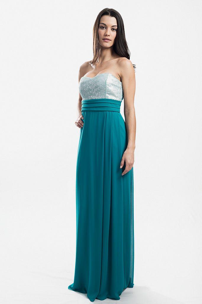 Vestido Largo de Veneno en la Piel en Color Verde Agua , con corte imperio y lentejuelas plateadas en el pecho.