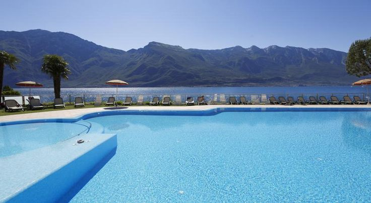 Hotel Du Lac Limone sul Garda Hotel Du Lac is 600 metres from the centre of Limone Sul Garda, overlooking Lake Garda. It offers panoramic views, wellness facilities and a pool with sun loungers and umbrellas.