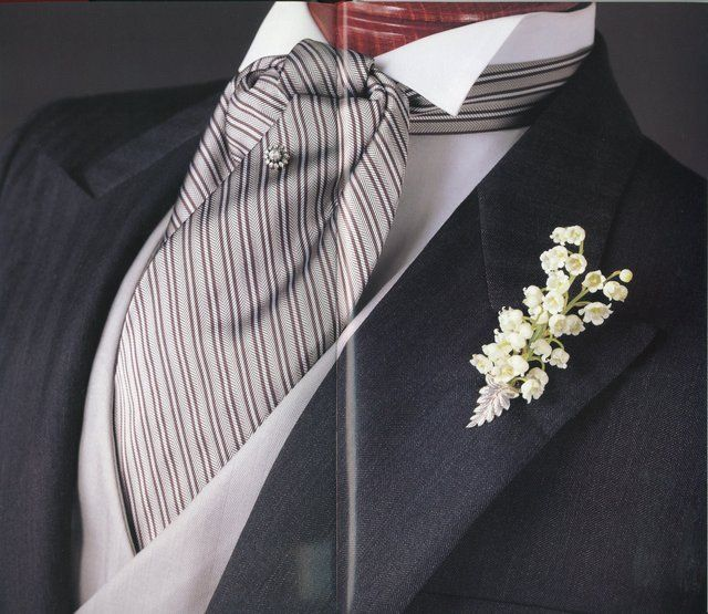 See how the tie round the neck is long stripes, but otherwise is cut on the bias? But do click-through on this one for a rather thorough primer on Morning Dress, including the Lounge Suit.