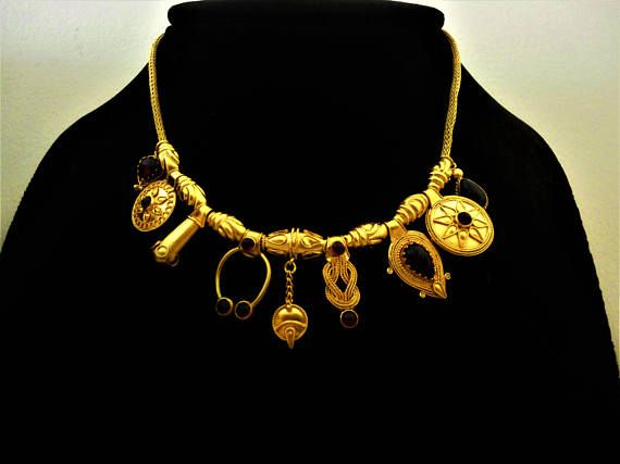 EXTREMELY FINE 18-22K Gold Necklace with Garnet. Fully