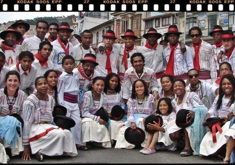 DANZA AFRO-BOLIVIANO SAYA que nace de la expresión de los negros mulatos que habitan la región de Los Yungas ubicado en la franja subandina de Bolivia al norte de la ciudad de La Paz. El baile se realiza liderado por una voz cantante, es un estilo de música y danza que puede ser considerado como el producto de la fusión de elementos africanos, aymaras y españoles.