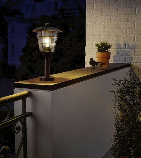 Pulfero z pozinkové oceli a plastu nemusí zůstat o samotě. Ve stejném designu se nabízí také nástěnné či sloupkové (stojací) svítidlo. Cena 1290 Kč; Eglo